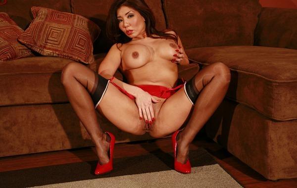 jb-video-busty-babe-masturbation-in-stockings