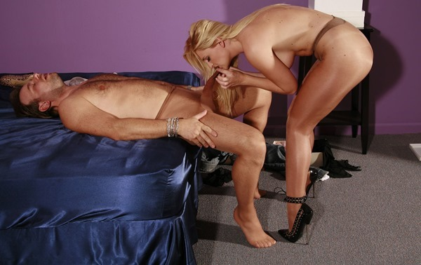jb-video-guy-in-stockings-gets-a-blowjob